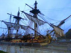 L'Hermione, bateau du XVIIIe siècle reconstitué, et construit à Rochefort