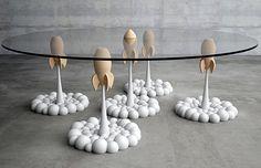 Nos objetos de desejo da semana: vaso com sucção para plantas, quadro bordado, mesa inspirada em foguetes, espremedor de limão super criativo e mais.