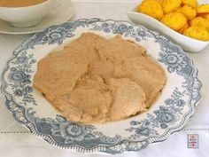 Arrosto di vitello, reso ancora più buono da una salsa alle nocie come contorno delle patate Duchessa: un vero secondo per un giorno di festa.