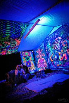 I wish i had this one too black light room, hippy room, bedroom lighting My New Room, My Room, Black Light Room, Hippy Bedroom, Hippie Bedroom Decor, Stoner Room, Chill Room, Black Light Posters, Bedroom Lighting