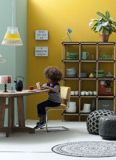 Ben je gek op veel kleur en uitbundige prints? Dan past de bohemian woonstijl perfect in jouw lifestyle! Tover je woonkamer om tot dé feel good place in jouw huis. #livingroom #living #boho #yellow #mint #velvet #hippie #home #thuis #diningtable #table
