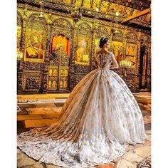 Feel like royalty on your wedding day with this @frida_xhoi elegant bridal gown. Photo by @foto_geni #couture #royal #hautecouture #couturegown #weddingdress #bridalgown #love #onelove #instadaily #princess #queen #wedding #bride #bridetobe #bridaldesigne