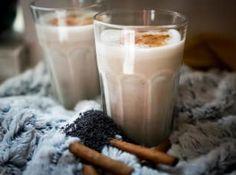 Snídaně patří k základním kamenům zdravého stravování. Glass Of Milk, Smoothies, Pudding, Drinks, Breakfast, Fit, Smoothie, Drinking, Morning Coffee