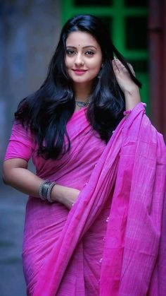 Hottest HD Photos of Beautiful Indian Women in Saree! Beautiful Girl Photo, Beautiful Girl Indian, Most Beautiful Indian Actress, Beautiful Saree, Beauty Full Girl, Beauty Women, India Beauty, Asian Beauty, Beautiful Bollywood Actress