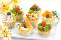 Various mini tarts - savory & dessert Catfish Cakes Recipe, Crab Stuffed Avocado, Frozen Appetizers, Cold Appetizers, Cottage Cheese Salad, Salad Dishes, Savory Tart, Hors D'oeuvres, Wrap Sandwiches