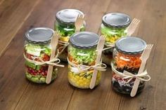 4 ensaladas en frasco que cambiarán tu forma de comer en el trabajo