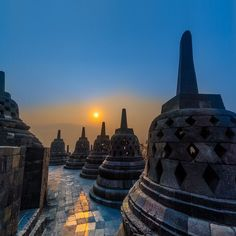________________________________________ Location: Borobudur Temple ________________________________________ A white mist shrouds the plain and the first birdcalls across the valleys announce the imminent arrival of another dawn. Slowly the mist dissipates in the rising sun to reveal the spires and Buddhas that meditate in bliss and gradually the forms coalesce to unveil a temple that many who have seen it consider to be the finest example of Buddhist architecture ever raised to the sky by…