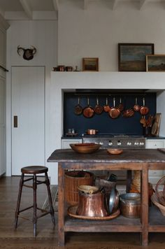 Classic Kitchen, Farmhouse Style Kitchen, Kitchen Dining, Kitchen Country, Cozy Kitchen, Kitchen Island, Rustic Kitchen, Kitchen Ideas, Country Modern Home