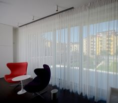 #diamonddeesigncz #diamonddesigneu #curtains #drapery #sheers #imbetween #luxuryliving #styleliving #sunprotection #zastineni #fabrics #designfabrics #luxuryfabrics #interiordesign #interierovydesign #zavesy #zaclony #textile #designovelatky #stylovezavesy #divcipokoj #loznice #bedroom #nebesa Drapery, Curtains, Roman Blinds, Decorative Cushions, Pent House, Luxury Living, Carpet, Interior Design, Bedroom