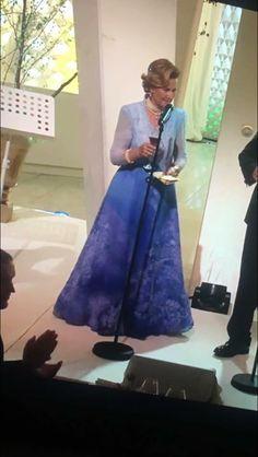 Dronningens kjole er laget på DNOBs syverksted. Bildet tatt av Ingrid Lorentzen. Operaens ballettsjef
