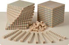 Dida - base de Multibase 10 121 pcs.dans une boîte en carton - outil adapté à l'expérience et toucher la merveille de Multibase base 10 numéros.