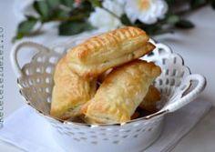 PATEURI RAPIDE CU BRANZA SI MARAR Snack Recipes, Snacks, Dairy, Chips, Appetizers, Pizza, Food, Dinner Ideas, Recipes
