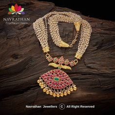 Check out gorgeous Indian heritage jewellery collections from this brand. Best Jewellery Design, Antique Jewellery Designs, Indian Wedding Jewelry, Indian Jewelry, Indian Necklace, Real Gold Jewelry, Gold Jewellery, Antic Jewellery, Temple Jewellery
