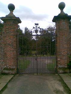 Penshurst Place, Kent, England Door Bench, Kent England, Garden Gates, Historic Homes, Benches, Castle, Doors, Places, Historic Houses
