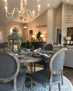 Shabby to Chic: Five Ways to Revamp and Modernize Your Shabby Chic Room - Sweet Home And Garden Dining Room Table Decor, Dining Room Design, Living Room Decor, Round Dining Room Tables, Small Dining, Casa Magnolia, French Country Dining Room, Classic Dining Room, Küchen Design
