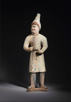 Pottery figure of a foreign groom with a pointed hat, China, Tang dynasty, century - Photo de China - Tang dynasty - Alain. Early Christian, Christian Art, Sassanid, Black Pigment, China Art, Chinese Ceramics, Fat Women, Objet D'art, Central Asia