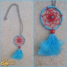 Colar com dreamcatcher em tons de azul clarinho e vermelho *