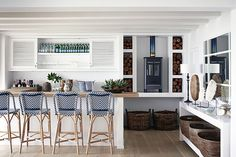 High on the mountainside overlooking Plettenberg Bay lagoon, Indigo House commands a spectacular view and boasts signature indigo, white and wood interiors. Miami Beach House, Lakeside Cottage, Palette, Wood Interiors, Elle Decor, Home Decor Bedroom, Soft Furnishings, White Walls, Home Decor Inspiration