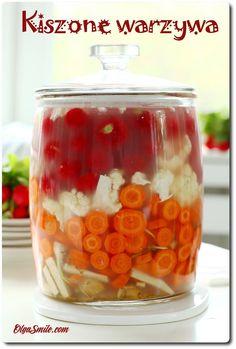Kiszone warzywa Kiedyś nie wiedziałam, że kiszone warzywa na stałe zagoszczą w mojej kuchni. Kiszone warzywa w najrozmaitszej postaci, smakach, wielkościach i kolorach są u nas stały elementem codziennego jedzenia. Nie ma się co dziwić w Easy Cooking, Cooking Recipes, Veggie Recipes, Healthy Recipes, Fermentation Recipes, Homemade Pickles, Polish Recipes, Fermented Foods, Food To Make