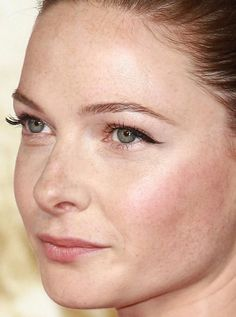 Close-up of Rebecca Ferguson at the 2015 London premiere of 'Mission Impossible: Rogue Nation'. http://beautyeditor.ca/2015/08/01/best-celebrity-beauty-looks-abbey-lee-kershaw