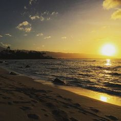 Sometimes @thetravelingbachelor thinks watching the #sunset in #Hawaii is overrated and touristy. Then he realizes he needs to stop taking crazy pills #Beach #Waves #Nature #NorthShore at #dusk: What's not to love? #Aloha!!!