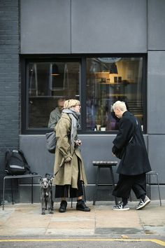 Kinfolk Style, Dr Martens Outfit, Unisex Fashion, Womens Fashion, Trench Coat Outfit, Street Style 2016, Couple Outfits, Fashion Books, Models