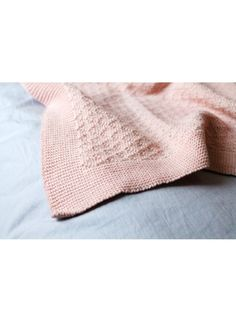 Couverture pour enfant Woli Diamond Rose Sorbet en laine mérinos made in france couverture bébé teinte avec pigments naturels whole linge de maison disponible en 3 couleurs sur la boutique Helo 100 % Made In France.