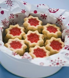 Holiday cookie recipes under 90 calories! Holiday cookie recipes under 90 calories! Best Christmas Cookie Recipe, Holiday Cookie Recipes, Best Cookie Recipes, Holiday Cookies, Holiday Baking, Holiday Treats, Christmas Baking, Christmas Foods, Christmas Christmas