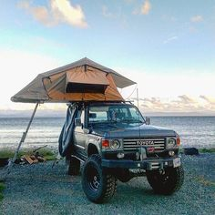 FJ60 Landcruiser with rooftop tent