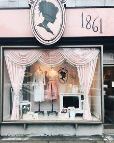 Notre boutique sur Ste-Catherine par @megiduciaume ! Partagez nous votre expérience 1861 en utilisant #Boutique1861 !