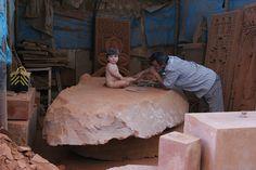 Lo scultore al lavoro