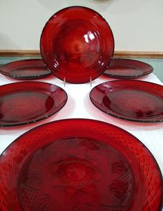 Arcoroc Luminarc Ruby Red 10 Inch Dinner Plates - Set of 6 - Made in France - Vintage Pressed Glass Dinnerware - Antique Ruby - Durand by ClassyVintageGlass on Etsy Red Dinner Plates, Dinner Plate Sets, Crystal Stemware, Vintage Dinnerware, Candy Bowl, Pressed Glass, Holiday Tables, Vintage Holiday, Red Glass