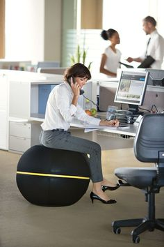 Discover a new way to exercise even when sitting down, with Wellness Ball™ Active Sitting*, your new dynamic 'ballchair'.