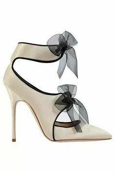 ee7b4b36c37 Manolo Blahnik Creme White Sandal with Bows Fall Winter 2013