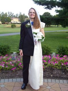 I choose to do a side show costume of the half man/half women on their wedding day. I picked up the men's tux and women's strapless wedding dress at my local Weird Wedding Dress, Wedding Gowns, Wedding Day, Funny Wedding Dresses, Wedding Bells, Funny Statuses, Funny Memes, Memes Humor, Funny Wedding Photos