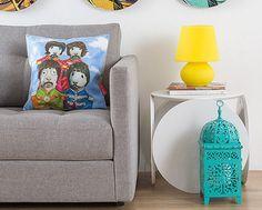 Com design tradicional, mas ao mesmo tempo descontraída e moderna, a LUMINÁRIA é perfeita para acompanhar mesas laterais de sofás ou camas. http://www.laris.com.br/luminaria-lamp-amarela-p6131/
