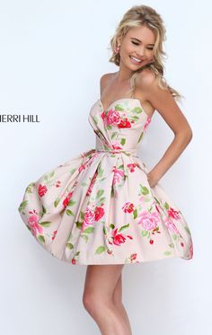 Look chic and stylish in Sherri Hill Strapless and sweetheart neckline features this chic cocktail dress. Floral print emblazoned the entire silhouette with the short flaring skirt creates a sweet dainty look. 2016 Homecoming Dresses, Sherri Hill Prom Dresses, Best Prom Dresses, Gala Dresses, Trendy Dresses, Cute Dresses, Beautiful Dresses, Dresses 2016, Short Cocktail Dress