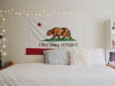 Command hooks are total lifesavers, right? To make them even more useful than they already are, here are some clever ways to use Command hooks to organize literally everything in your dorm room. This tutorial will help you to use. California Flag, Vintage California, Dorm Room Walls, Dorm Rooms, Simple Wall Art, Command Hooks, Personalized Wall Art, Room Planning, Decorate Your Room