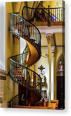 Loretto Chapel, Santa Fe, New Mexico. A wooden spiral staircase with no visible support. No one knows very much about it's construction, but it's considered a marvel. Loretto Chapel, Winding Staircase, Spiral Staircases, Floating Staircase, Stairway To Heaven, Construction, Staircase Design, Stairways, New Mexico
