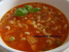 La minestrone es una especialidad culinaria italiana similar a una sopa elaborada con vegetales de temporada, al igual que nuestra tra... Mexican Cooking, Mexican Food Recipes, Italian Recipes, Healthy Recipes, Soup Recipes, Vegetarian Recipes, Healthy Food, Peruvian Dishes, Soup Beans