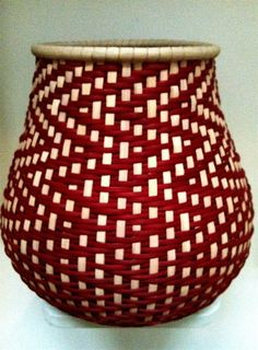Drawing on traditional American basket-making techniques, Tressa Sularz builds baskets with clean lines and simple forms, weaving with natural and Willow Weaving, Basket Weaving, Bamboo Weaving, Weaving Projects, Weaving Art, Basket Decoration, Centerpiece Decorations, Bamboo Basket, Wicker Baskets