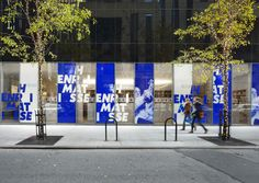 TheMoMA held the last few months an exhibition about Henri Matisse. Their Department of Advertising and Graphic Design took care of designing an identity to support the exhibition space as well as different retail products. The designers behind Display Design, Booth Design, Store Design, Environmental Graphic Design, Environmental Graphics, Exhibition Display, Exhibition Space, Hoarding Design, Event Branding