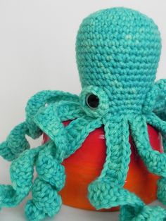 I haven't done amigurumi in a long time, but I really want to attempt to make some 'lifelike' critters like this awesome octopi.