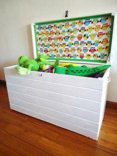 Baul Para Guardar Juguetes Madera Pino Tela Artesanal Niños - $ 650,00 en MercadoLibre Kids Bedroom Organization, Baby Deco, Diy Toy Storage, Toy Boxes, Furniture Decor, Decoration, Toy Chest, Playroom, Kids Room