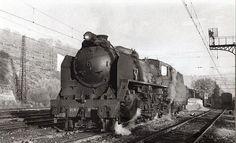 1. Una 'Mikado' circula por las vías de Alsasua (Navarra). Imagen Juan Bautista Cabrera. Museo Vasco del Ferrocarril.