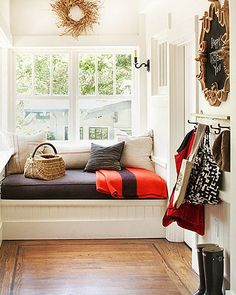 A mudroom works as a change in between the outdoors as well as the inside your home, Take a look at these wonderful arranging ideas for your house. Interior Window Trim, Interior Exterior, Mini Loft, Daybed With Storage, Ikea, Home And Deco, House Layouts, Interiores Design, Decoration