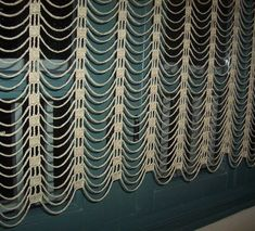 Easy and modern crochet curtain/ �ok %u015F%u0131k bir perde modeli danteller
