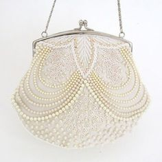 Moyna Beaded Pearl Bridal Purse ~ unique beaded pearl bridal handbag with ivory pearls. Find your bridal style at Perfect Details. Vintage Purses, Vintage Bags, Vintage Handbags, Vintage Glam, Wedding Vintage, Vintage Shoes, Beaded Purses, Beaded Bags, Bridal Handbags