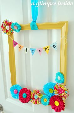 A Glimpse Inside: Summer Frame Wreath Tutorial. Cute for a party when taking people's pics inside of a decorated frame Crafts To Make, Arts And Crafts, Diy Crafts, Creative Crafts, Craft Tutorials, Craft Projects, Craft Ideas, Empty Frames, Old Picture Frames