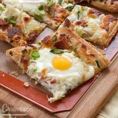 Яичница на слоеном тесте на завтрак - Babyblog.ru